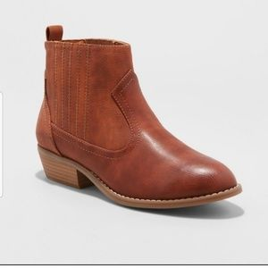 Universal Thread Cognac/Brown Ankle Boots Size 6W